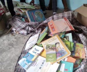 Remise des livres à l'Association Culturelle des Jeunes de Bangoma