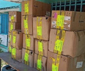 Arrivée et distribution des matériels de soin pour l'hôpital et les dispensaires de Moheli