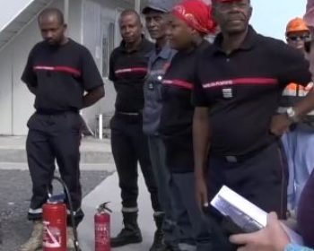 Tenues de pompiers pour les Comores